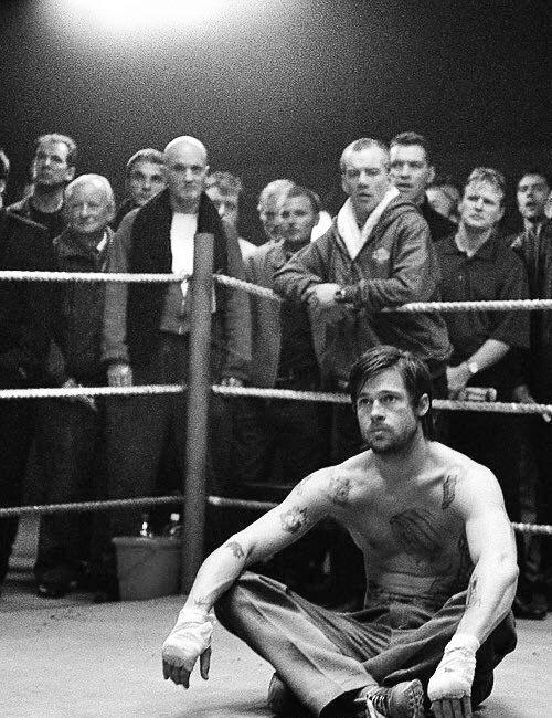 Brad Pitt di ring saat syuting film Snatched.